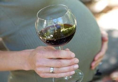 Kas rase naine võib endale pokaali veini lubada?