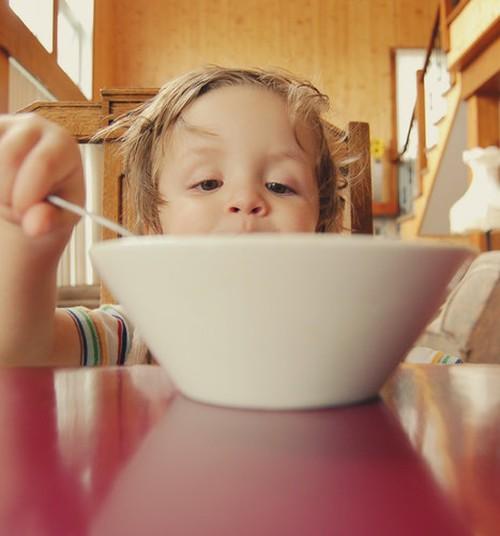 4 nõuannet, kuidas meelitada laps sööma