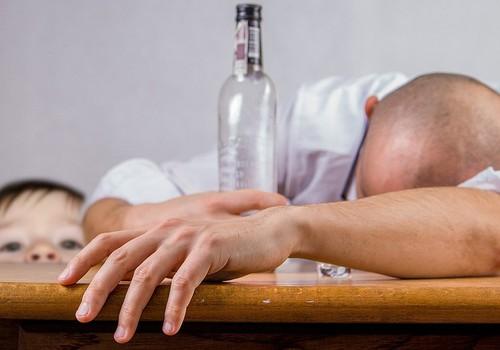 Üleskutse: Kuidas mõjutab last ema või isa joomine?