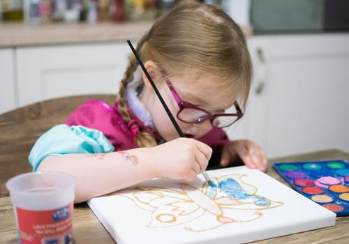Tegutse koos lapsega: Lõuendil liblikas