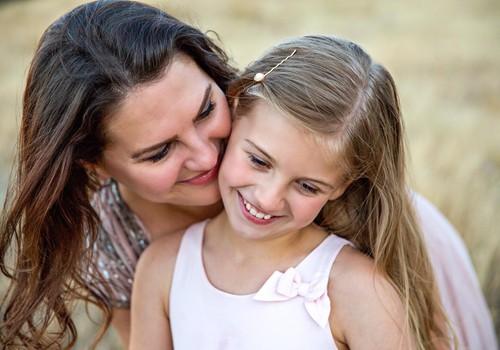 11 julgustavat lauset, mida oma lapsele esimesel koolipäeval öelda