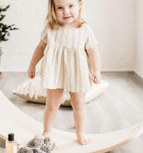 VÕISTLUS: jaga oma beebi esimesi samme ja võida tasakaalulaud ning Huggies® mähkmed!