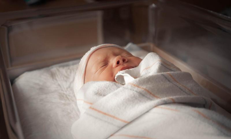 Üksi haiglas sünnitamine võib olla raske, kuid planeerimata kodusünnitus on ohlik