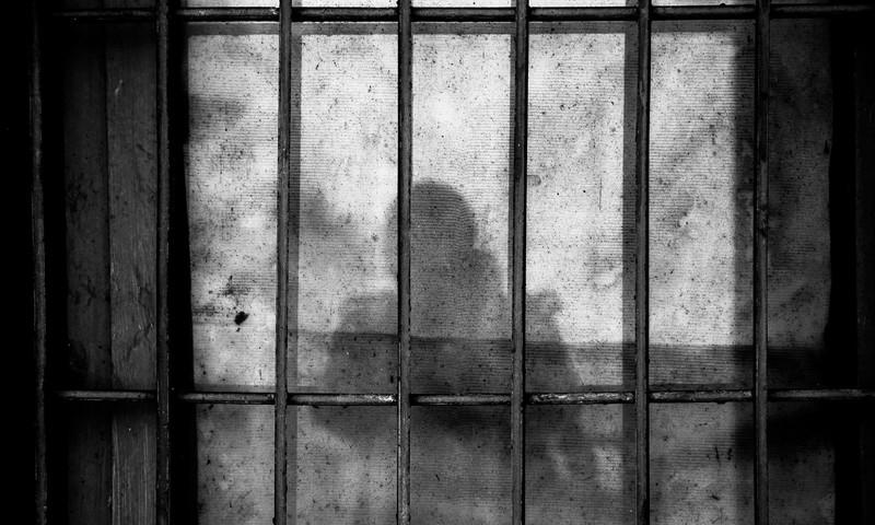 Video: Denveri vanglas jäeti naine ihuüksi räpasesse kongi sünnitama
