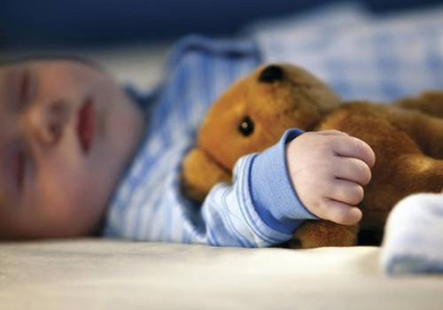 Füsioterapeut: kõristid ja voodikarussellid ei anna lapse arengule midagi juurde