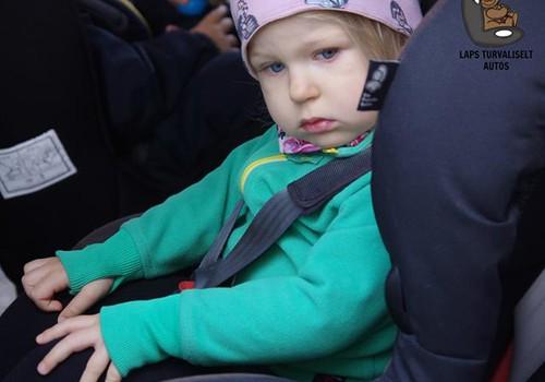 Miks ei sobi alla nelja-aastast last turvavööga autotooli kinnitada?
