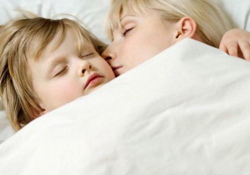 Hoolimata ohtudest magab üha enam lapsi vanematega ühes voodis