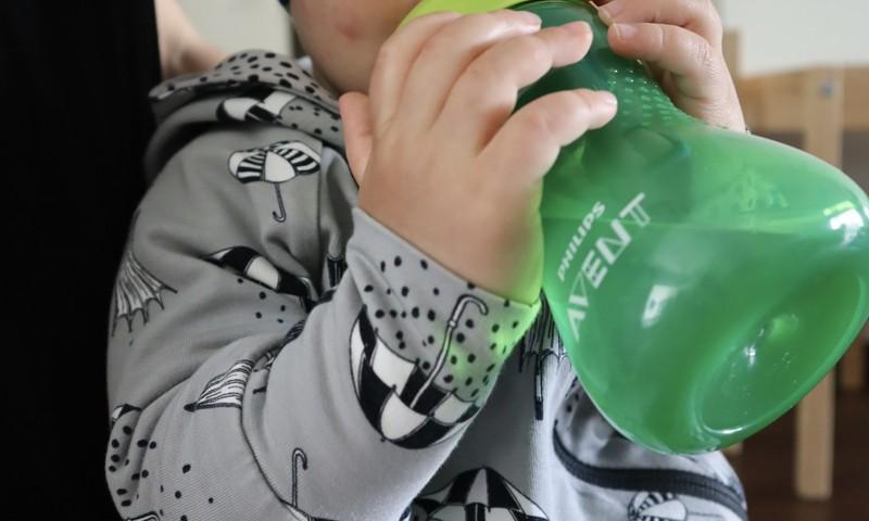 11-kuuse poisi ema testis Philips Avent kõva tilaga tassi