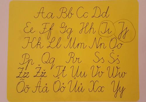 Käekirjareform: keeruliste kirjatähtede aeg Eesti koolis saab läbi