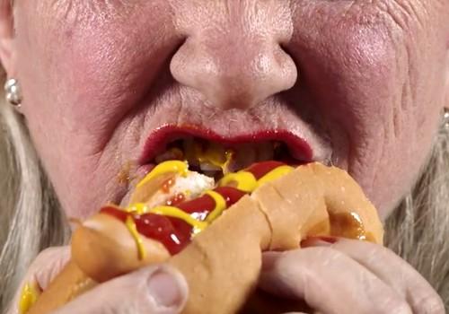 Õpetlik video: Teiste ees burgerit süüa on okei, rinnapiima mitte? Mõtle uuesti!