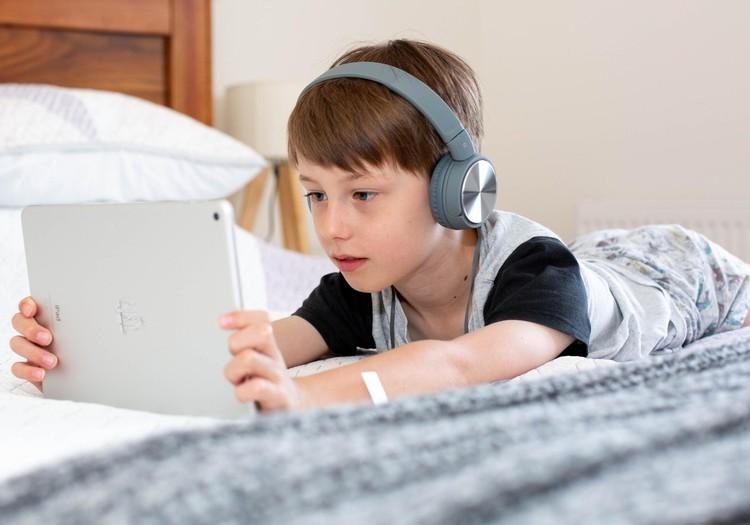 Kuidas kaitsta oma last kiusamise ja ohtliku sisu eest internetis?