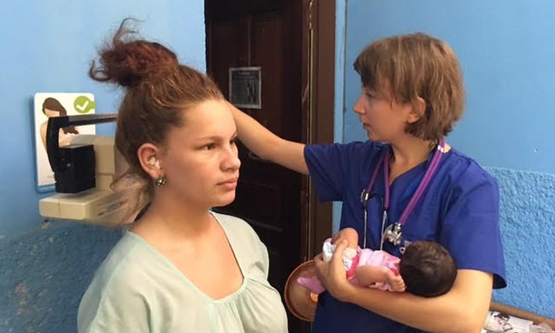 Eesti tüdruk, ämmaemandaks arengumaal