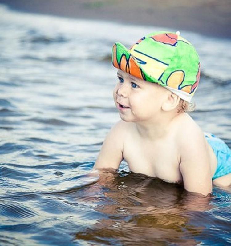 FOTOKONKURSS: Lisa pilt oma lapsest vees mängimas ja võida lastele mõeldud hommikumantel!