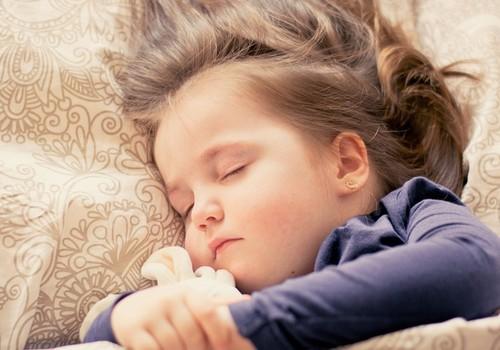 Kuidas aidata last, kes põeb enureesi?