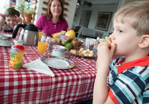 8 nippi, kuidas oma last mitte sööma saada