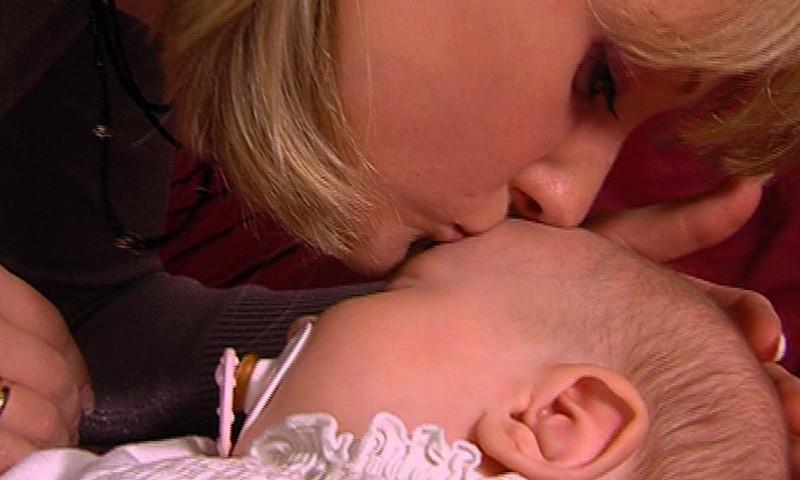 Psühholoog: Lapsi ei ole võimalik esimesel eluaastal ära hellitada