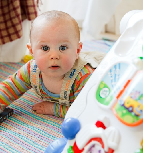 Põhjus, miks beebile pole mõtet mänguasju osta