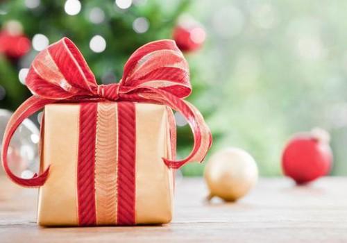 AUHINNAMÄNG: vasta paarile küsimusele jõulupakkide kohta ja võida vabal valikul Sadasaba kujundeid!