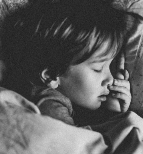 Kuidas aidata lapsel öösel kuivaks jääda?