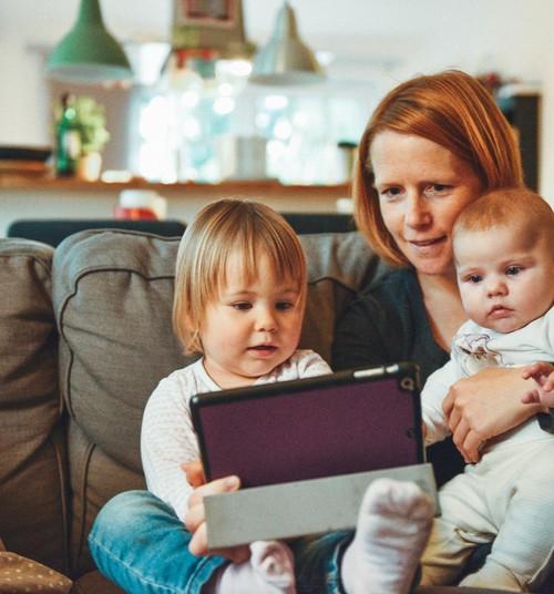 Mida sagedamini kasutab nutiseadmeid vanem, seda sagedamini teeb seda ka väikelaps