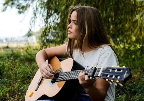 9 tuntud laulu, mis räägivad raseduse katkemisest