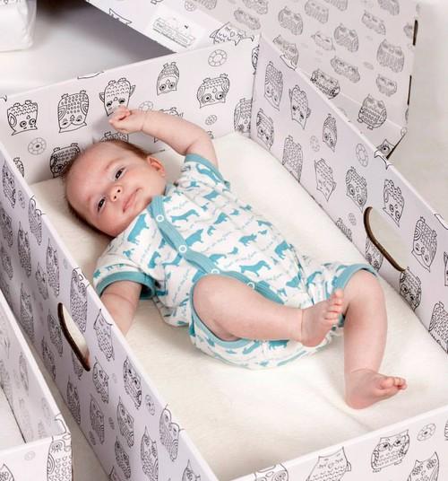 Pappkast on beebile parem ase, kui patjadega vooderdatud võrevoodi